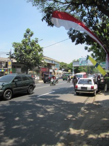 A quieter street near Gadung Sate.