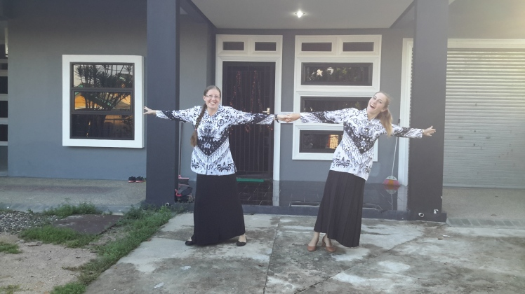 Caitlin and I modeling the ever-stylish batik of PGRI yesterday morning.