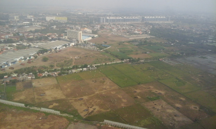 Flying into Jakarta. There is a lot more farmland in the immediate vacinity of a city that is one of the world's largest metropolises.
