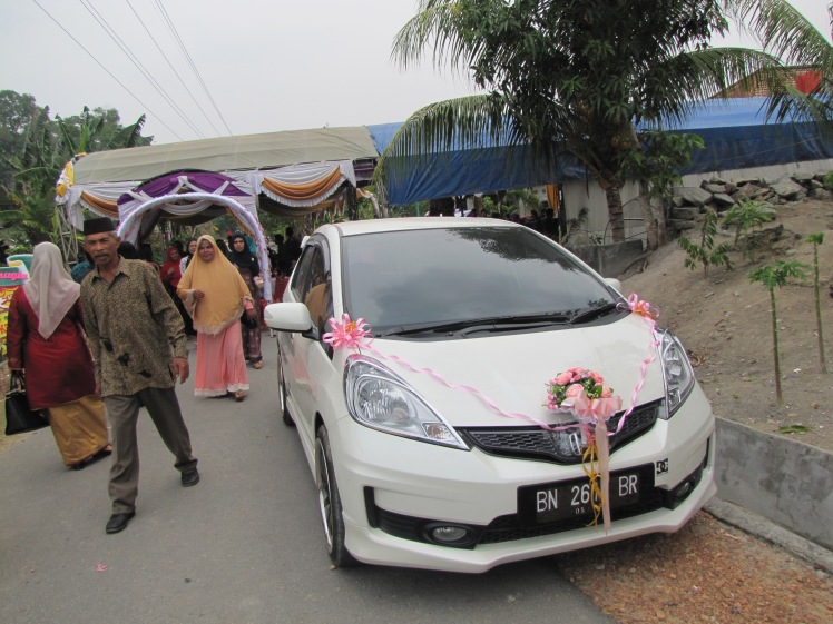 At first I thought that someone had given the couple a new car, but it turns out that this car is owned by a family member and was decorated to take the couple to their next destination (maybe their honeymoon?) after the reception.