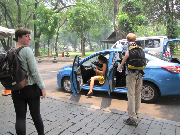 Back at the ambassador's residence, other ETAs trickled in in twos and threes. Here Kelsey (Gorontalo) is looking nothing short of classy getting out of a Blue Bird taxi cab.