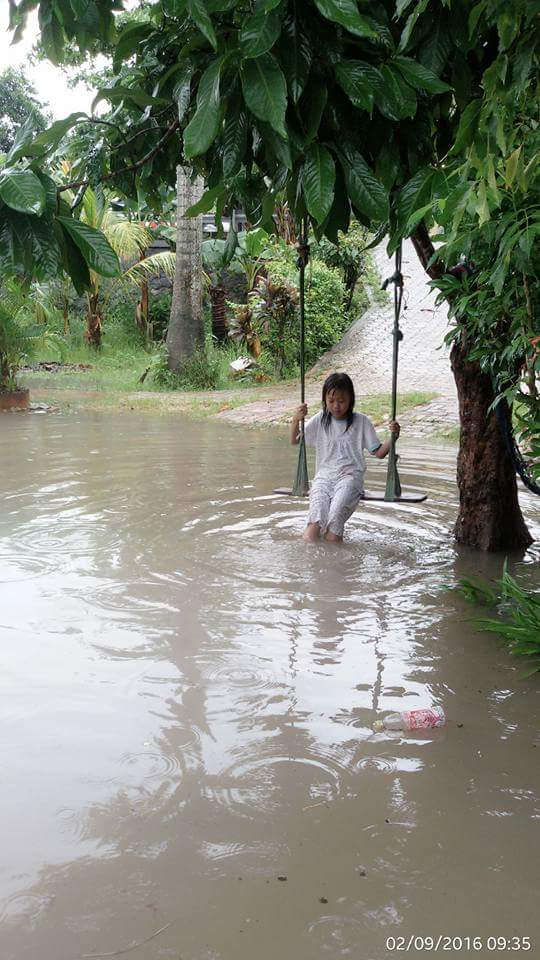 Not much can be done about the flood water. Photo taken from Ibu Evi's Facebook.